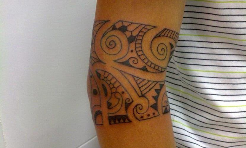 Tatuajes Maoríes En El Codo Recopilación Y Diseños