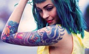 Beber alcohol antes de tatuarse