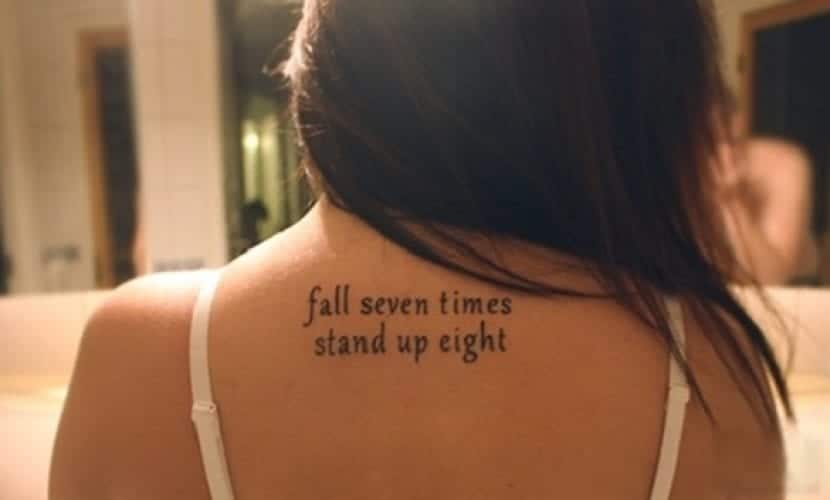 Frase en espalda