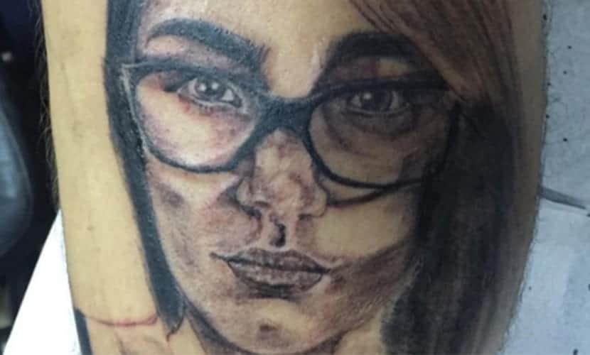 Tatuarse la cara de una actriz porno - Mia Khalifa