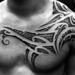 Tatuajes en los hombros para hombres