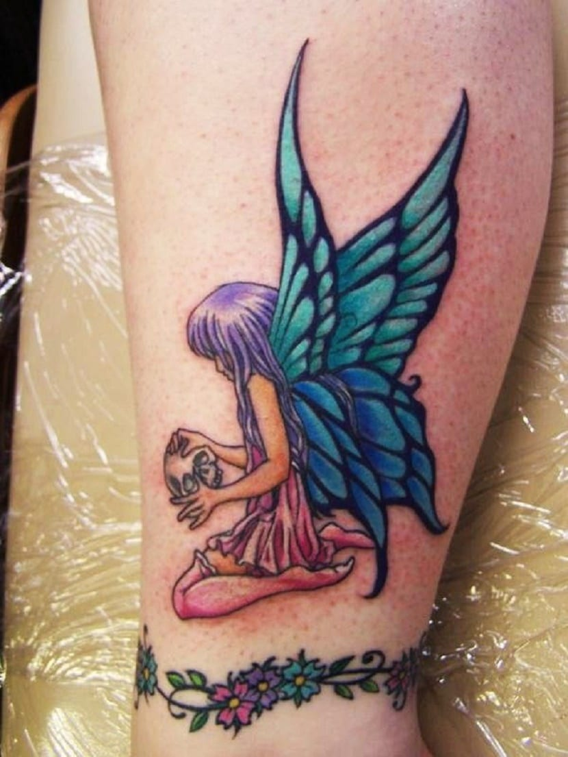 tatuajes de hada en el tobillo