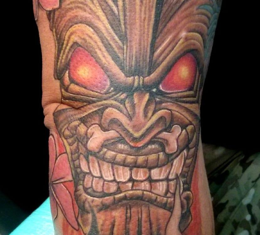 Tatuajes hawaianos su origen y los mejores s mbolos for Tiki hawaiano