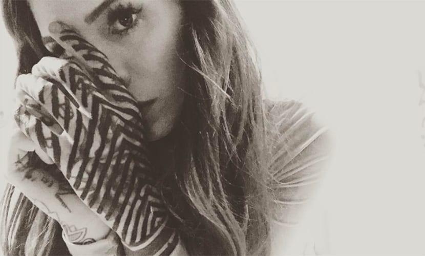 Candelaria Tinelli - Tatuaje en la mano