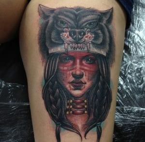 tatuaje de india y lobo