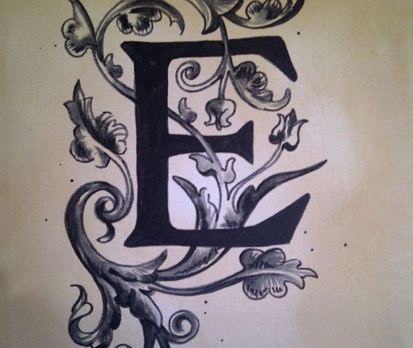 Tatuaje con letra e
