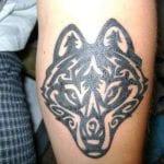 tatuaje de lobo tribal
