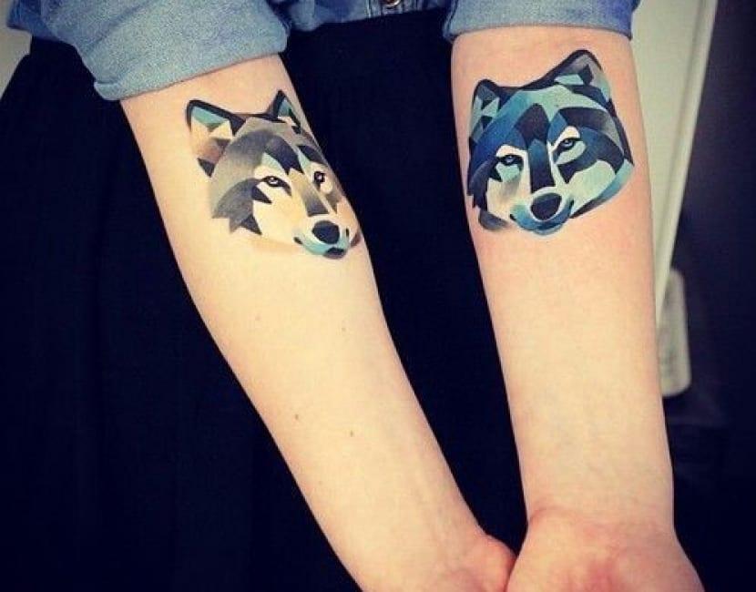 Tatuaje acuarela lobo