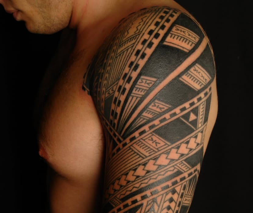 Lanzas tatuaje maorí