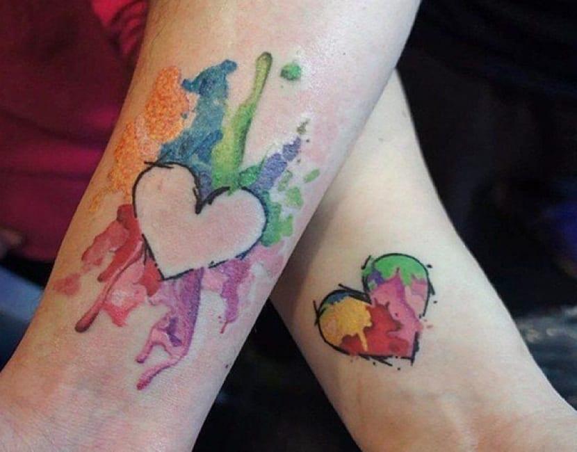 Tatuaje complementarios corazón acuarela
