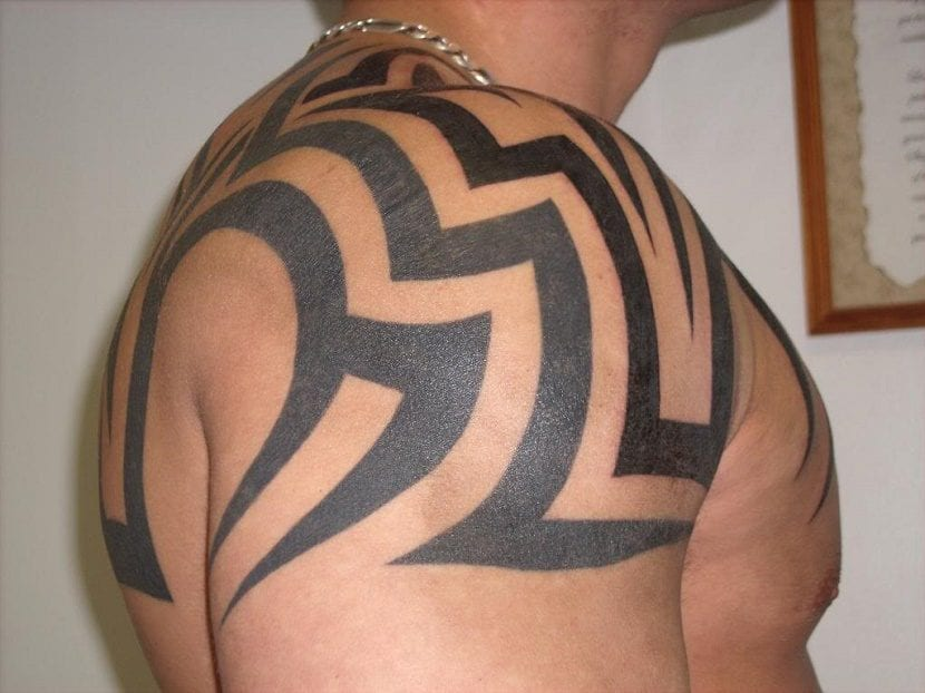 tatuajes de tribales en el hombro