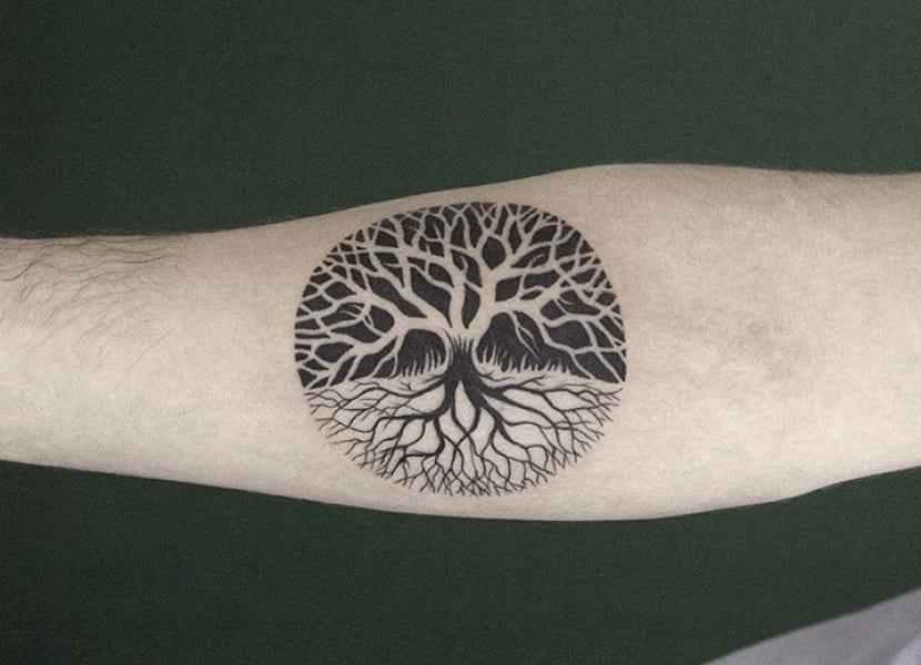 Tatuaje redondo árbol de la vida