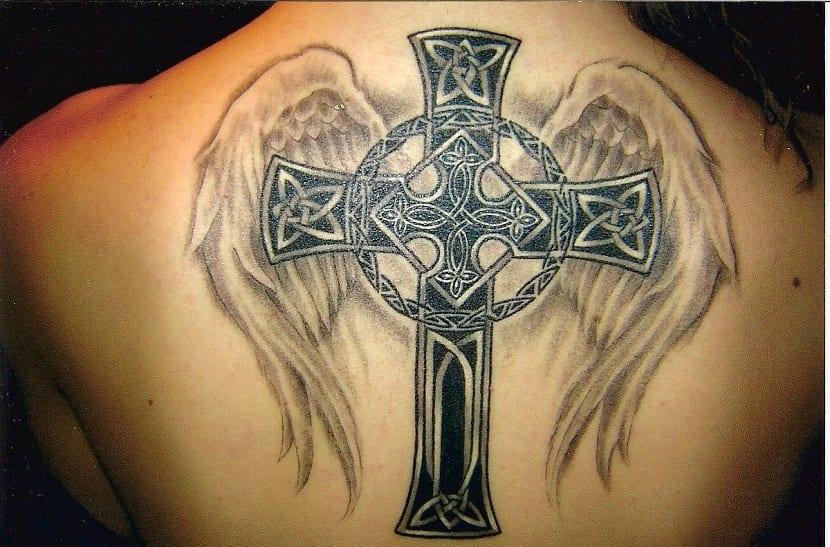 tatuajes de cruces celtas