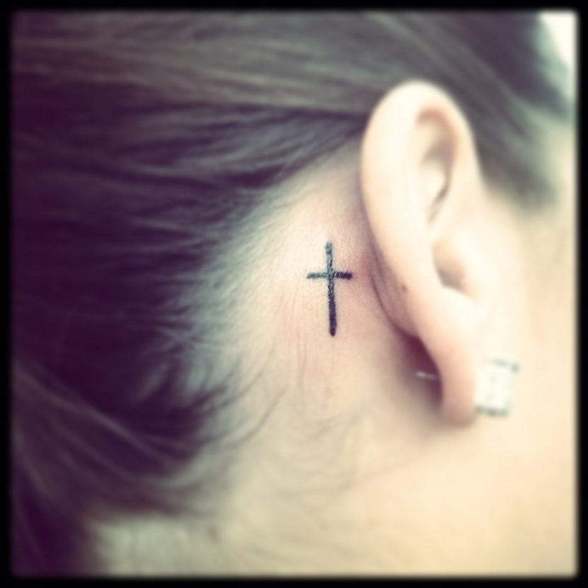 tatuajes de cruces pequenas