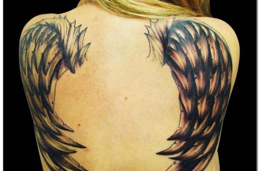 Tatuaje alas en la espalda
