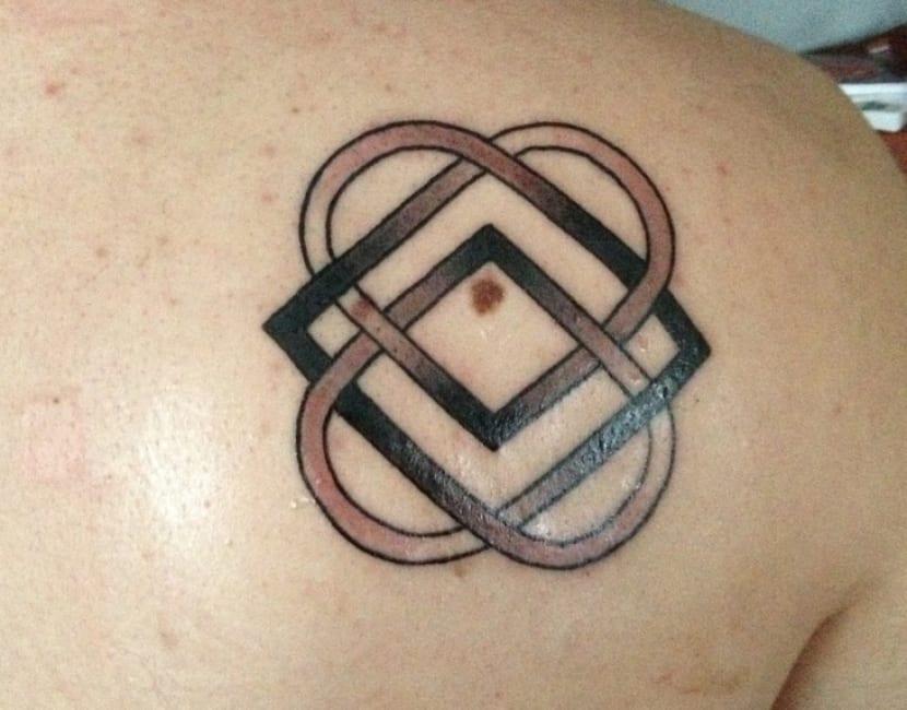 tatuajes enlazados