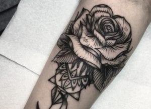 Tatuaje de rosa como símbolo de amor