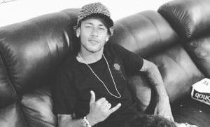 Neymar tatuaje de emojis