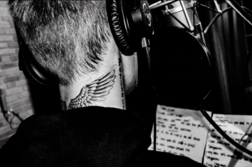 Tatuaje alas de Justin Bieber