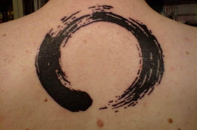 Círculo tatuaje Zen
