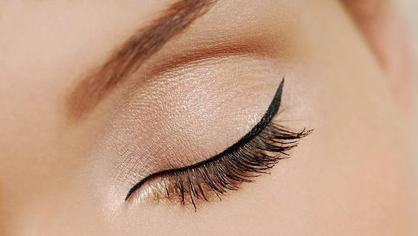 tatuaje de delineado de ojos