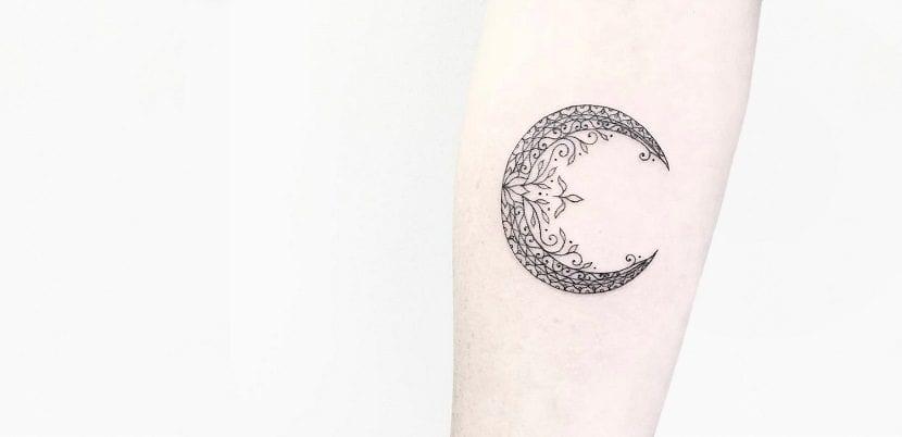 tatuajes de lunas y flores