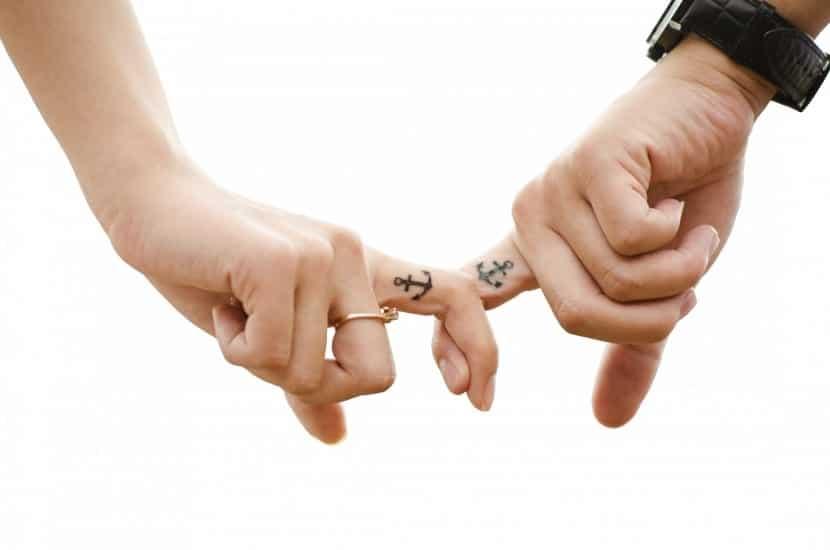 Tatuajes parejas anclas