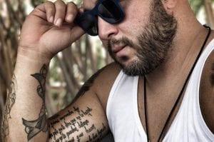 Kiko Rivera tatuajes en los dedos de las manos