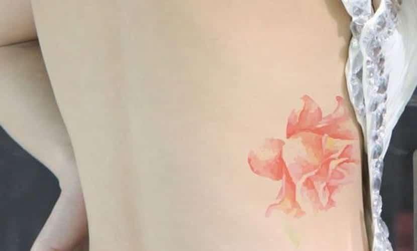 Tatuajes en el costado para mujeres