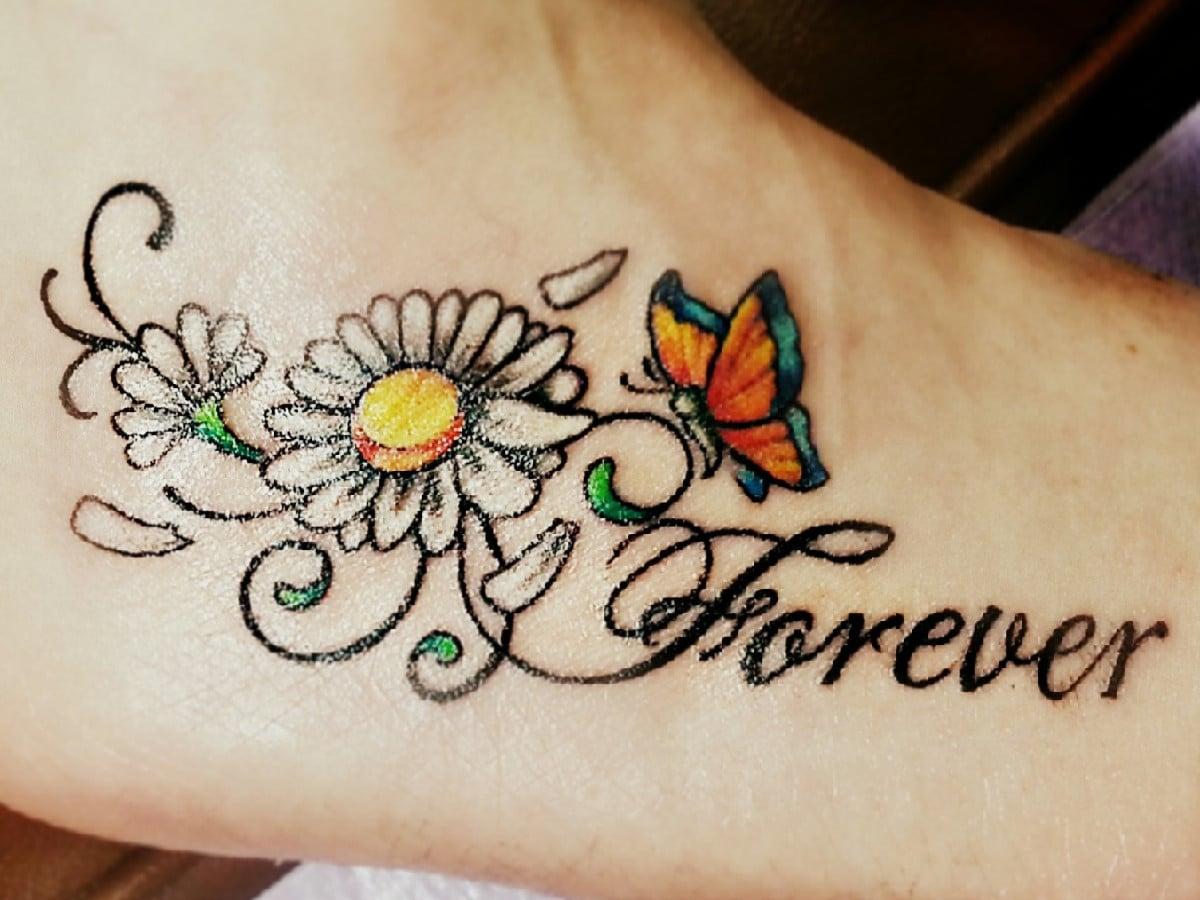 Diseño que combina la flor con letras