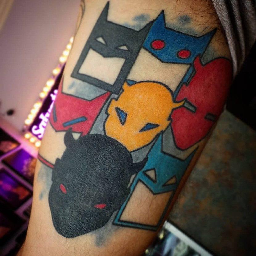 Tatuaje de Batman y otros superhéroes
