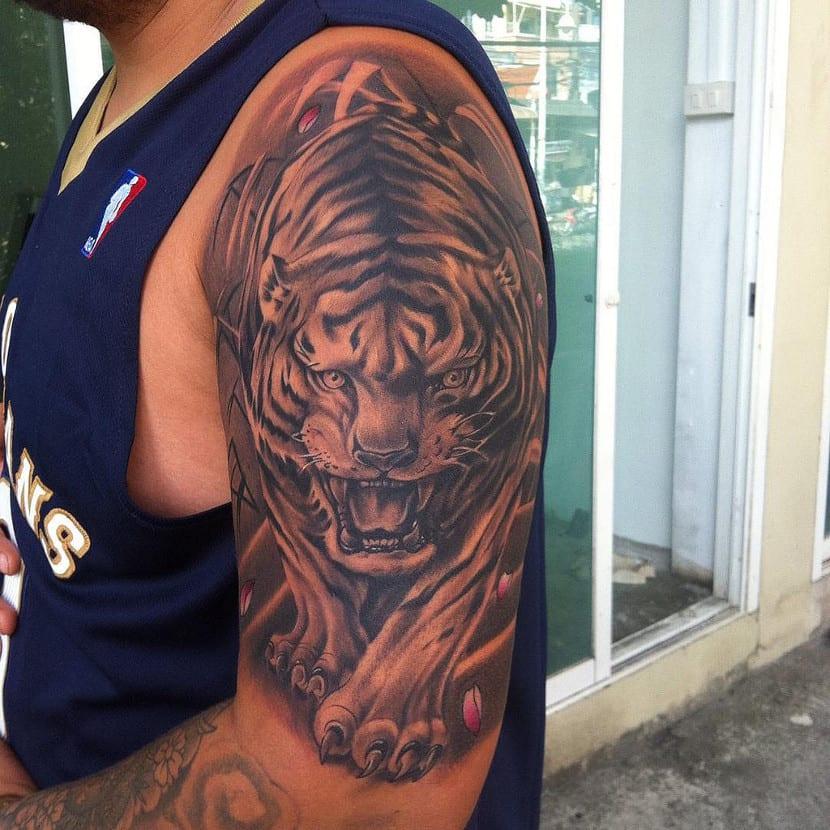 Tatuaje realista de tigre