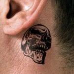 Tatuajes detrás de la oreja para hombres
