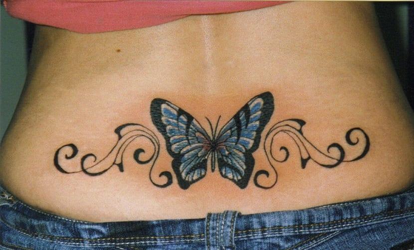 Tatuajes mariposa en la baja espalda