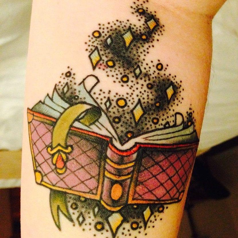 Tatuaje de libro