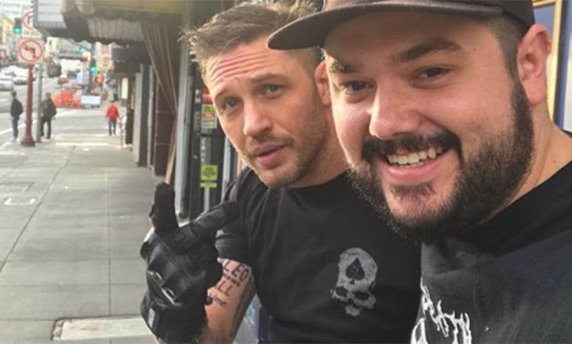 Tom Hardy muestra su nuevo tatuaje
