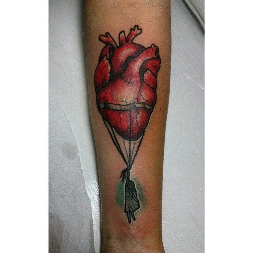 Tatuaje de corazón globo