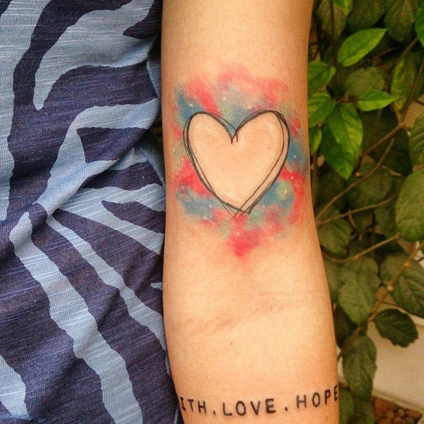 Tatuaje de corazón simple