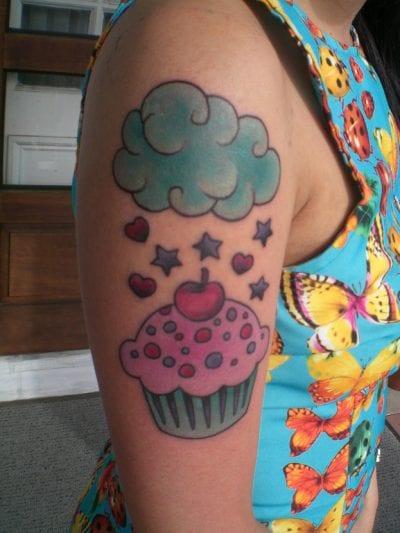 Tatuaje kawaii de cupcake