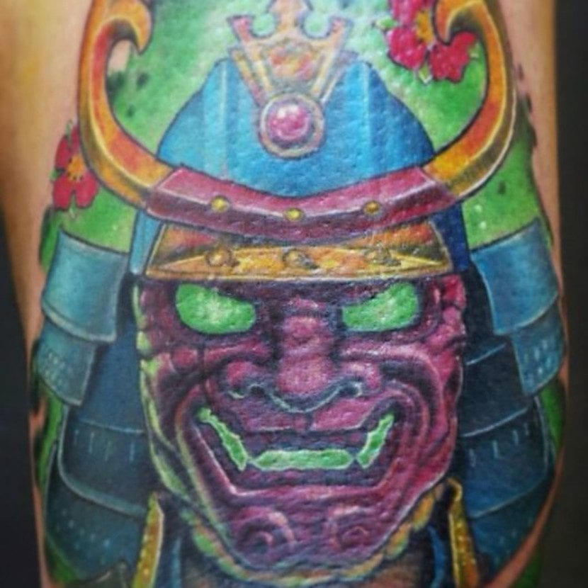 Tatuaje máscara samurai