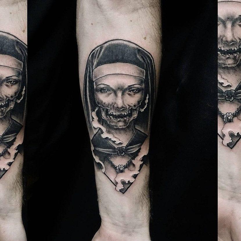 Tatuaje de monja zombi