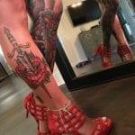 Tatuajes de dagas en la pierna