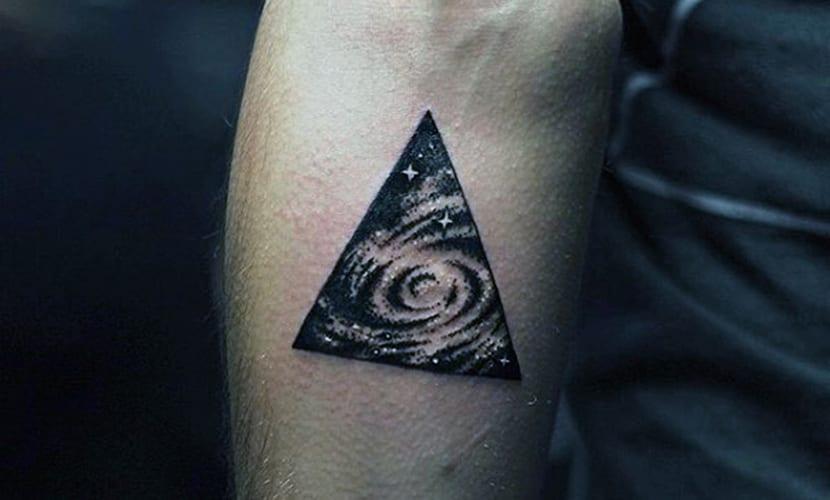 Tatuajes De Triángulos Recopilación Y Explicación De Su Signifcado