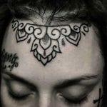 Tatuajes en la frente
