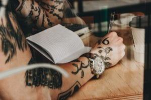 Tatuaje de hojas y ramas