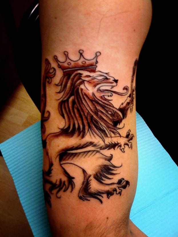 León con corona estilo medieval