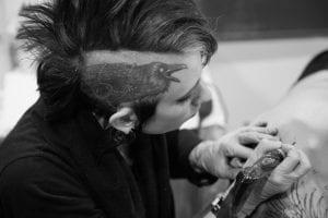 Tatuaje cuervo cabeza