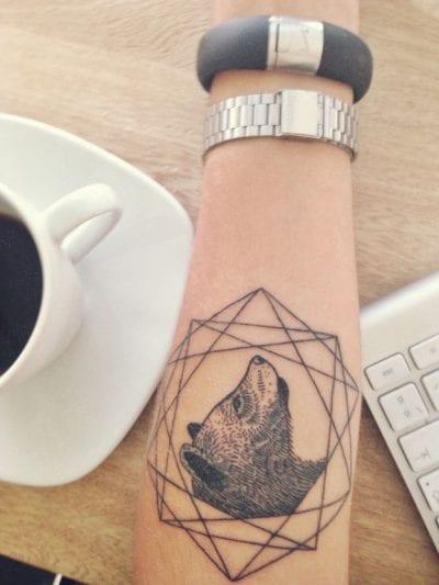 Tatuaje oso geométrico