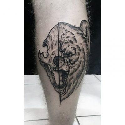 Tatuaje oso pierna