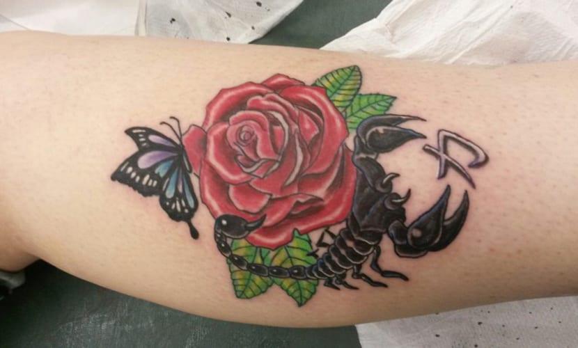 Tatuajes De Escorpiones Con Rosas Recopilación De Diseños